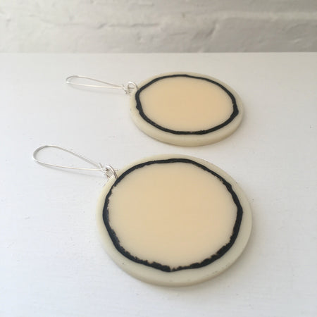 Phebe Parisia Circle Full Moon Earrings - Creme