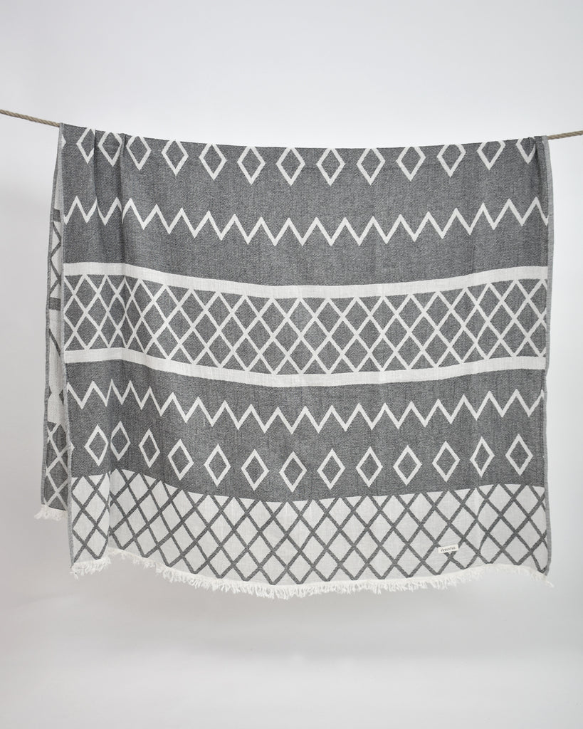 Geometric Print Throw
