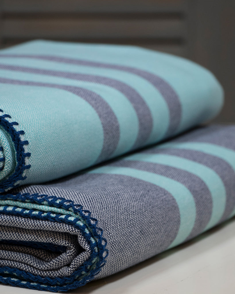 Antiochia Classic Throw – Navy & Turquoise