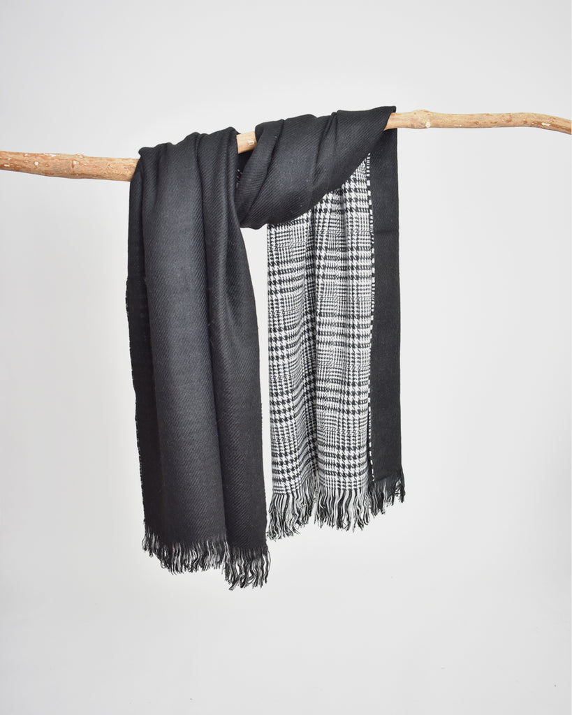Reversible Houndstooth Plaid Scarf – Black