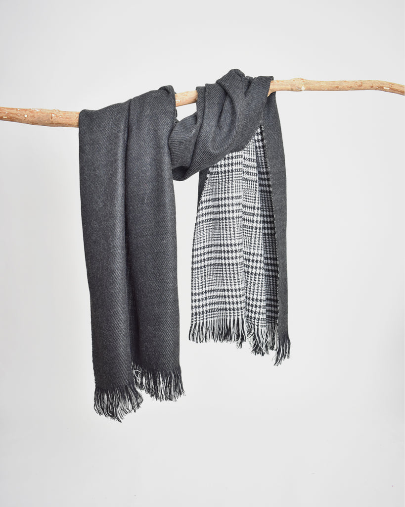 Reversible Houndstooth Plaid Scarf – Charcoal