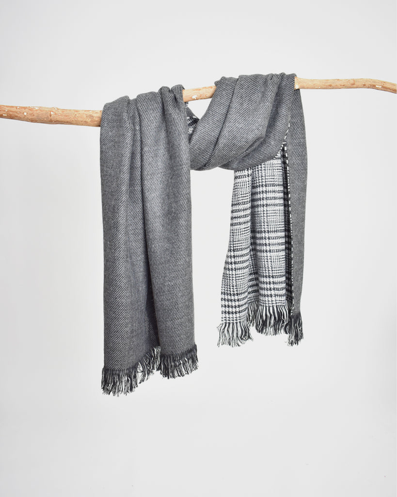 Reversible Houndstooth Plaid Scarf – Grey