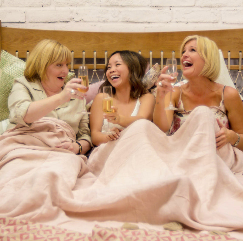 IN BED WITH EADIE - SUE & LISA FROM COCO