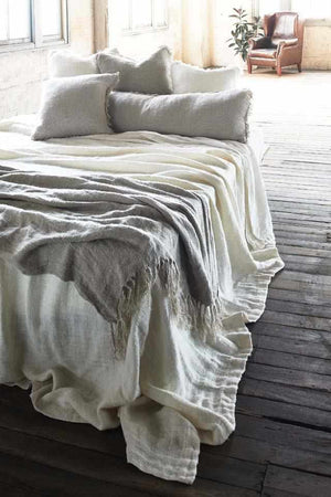 Tassel details on Natural Bedouin Oversized Linen Bed throw