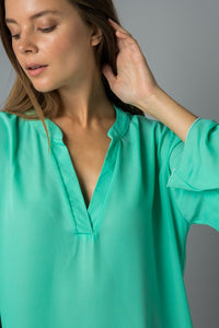 Loving Life Pullover Top - Brilliant Mint (collar view)