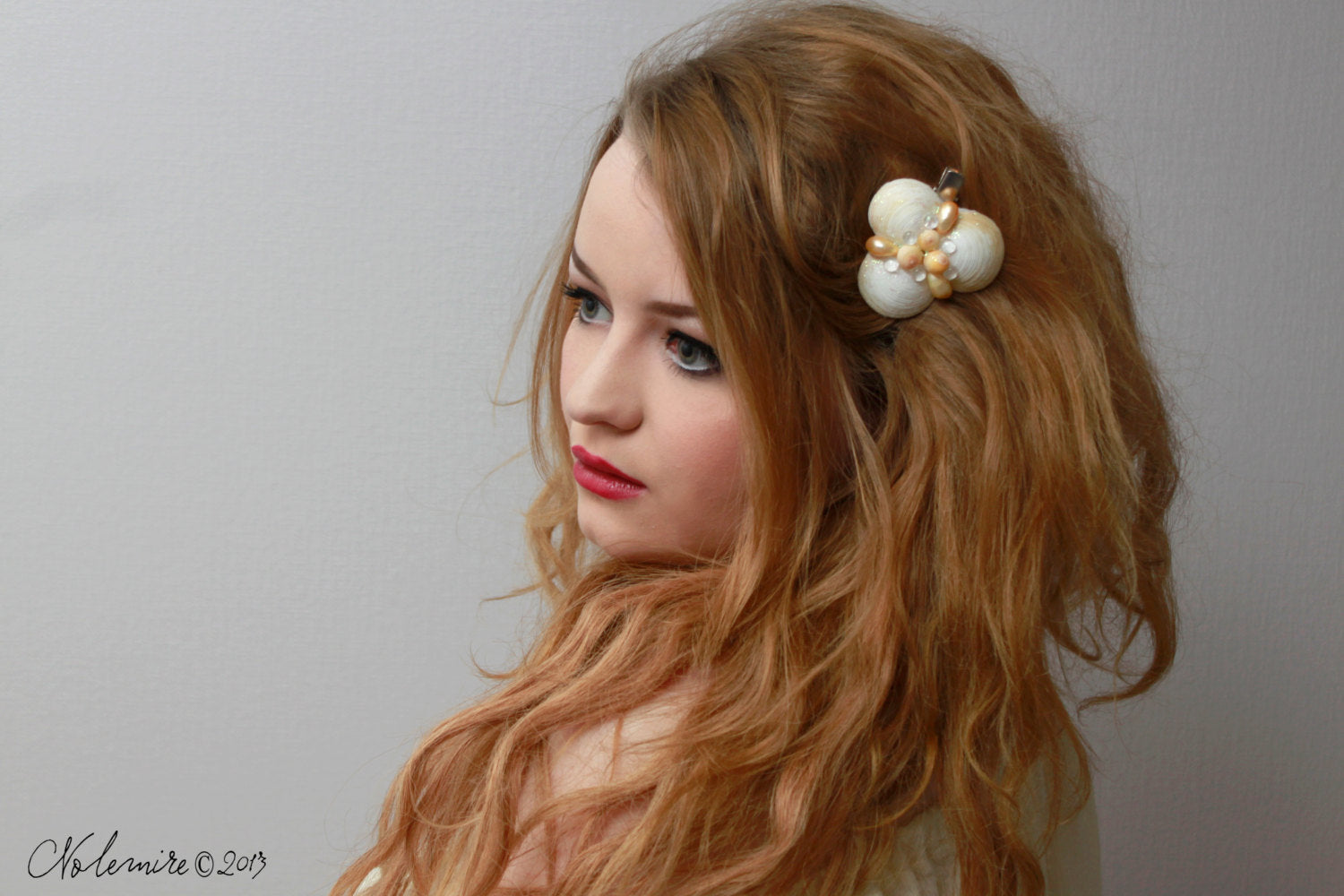 Seashell glitter Hair clip with Yellow pearls