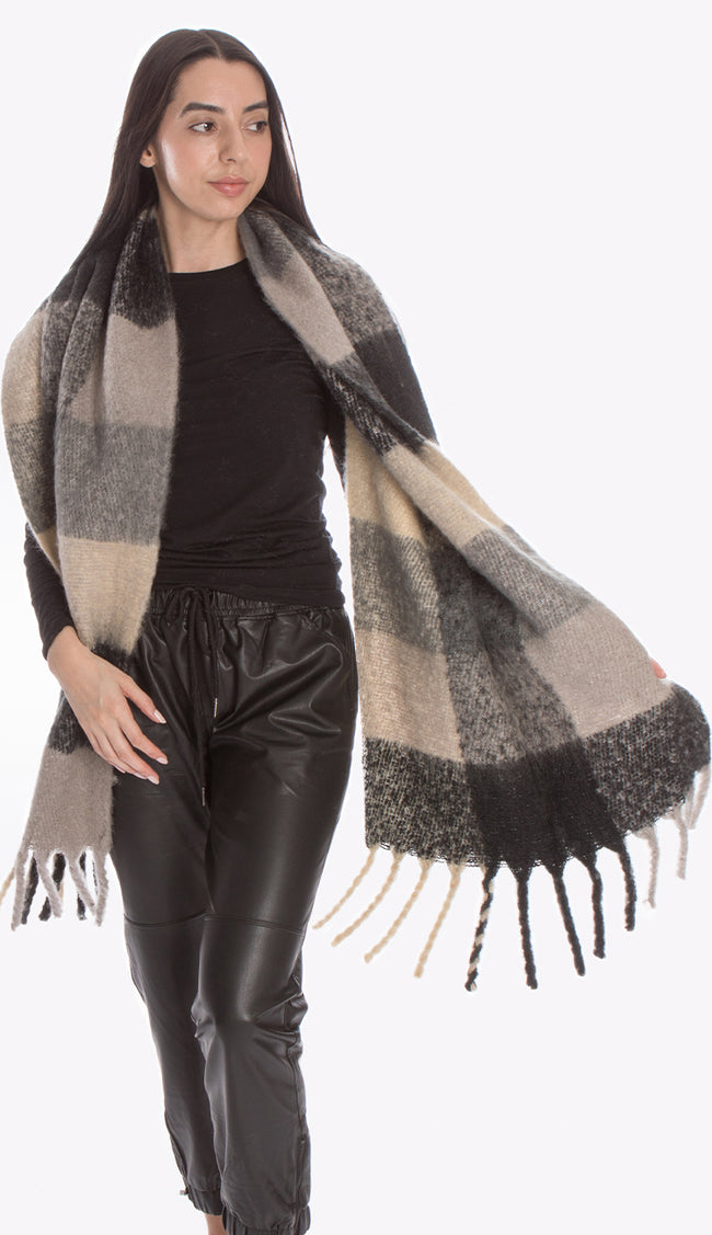pia rossini blanket check scarf p2