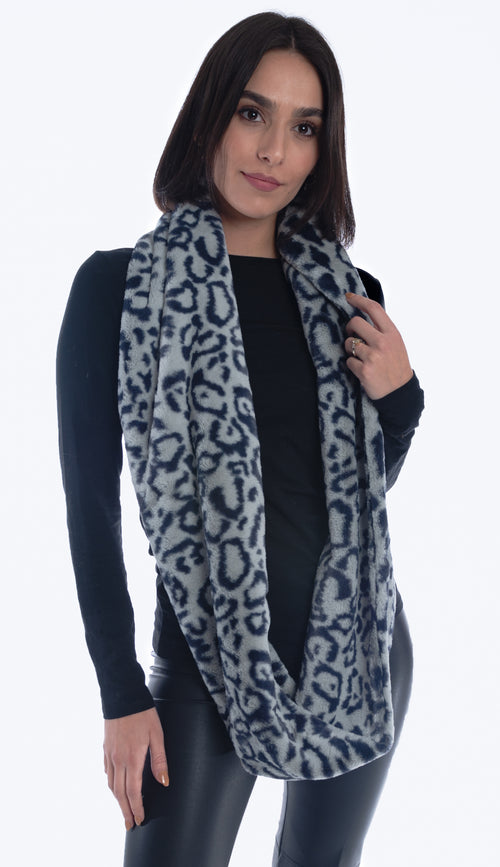 faux infinity scarf in light blue with navy - Paula & Chlo