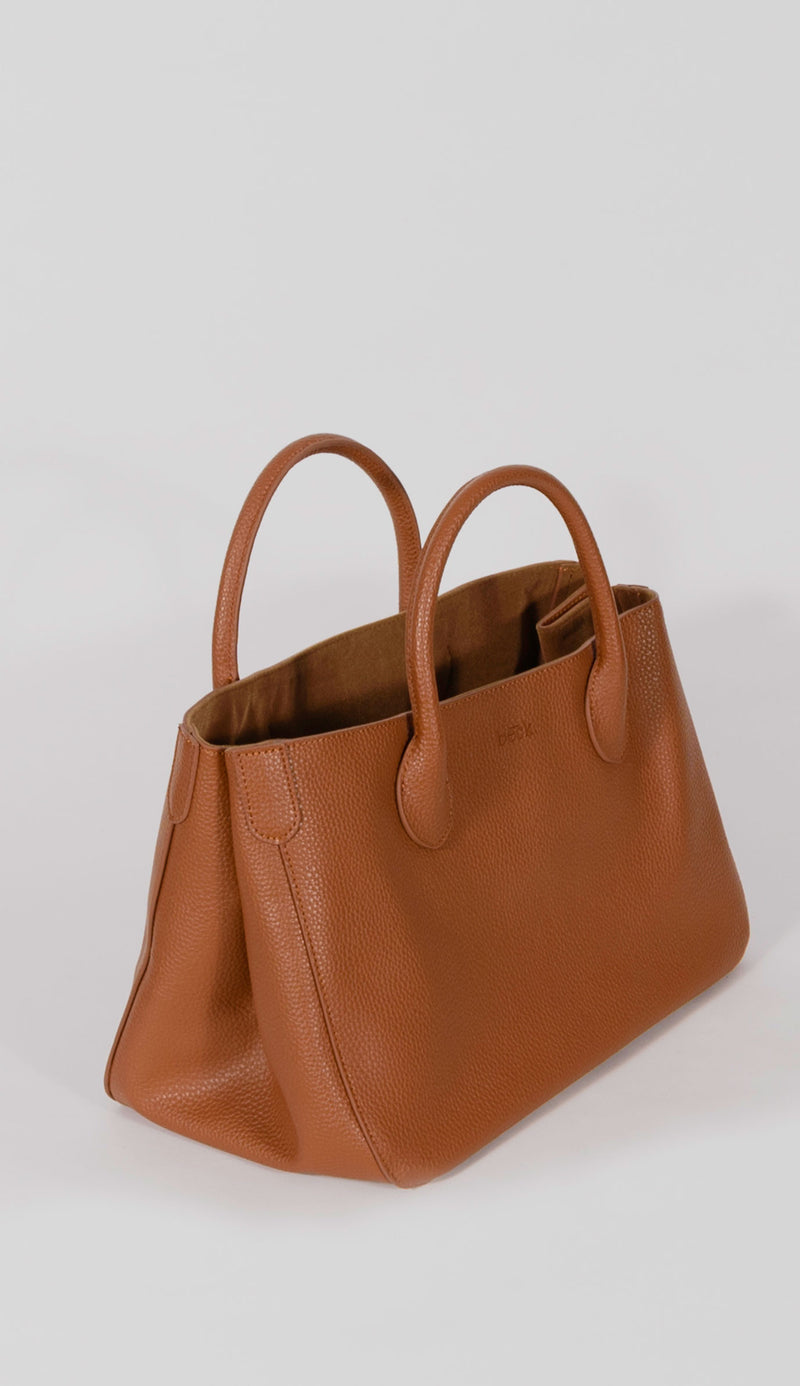 Medium beck tote side view in Teddy brown