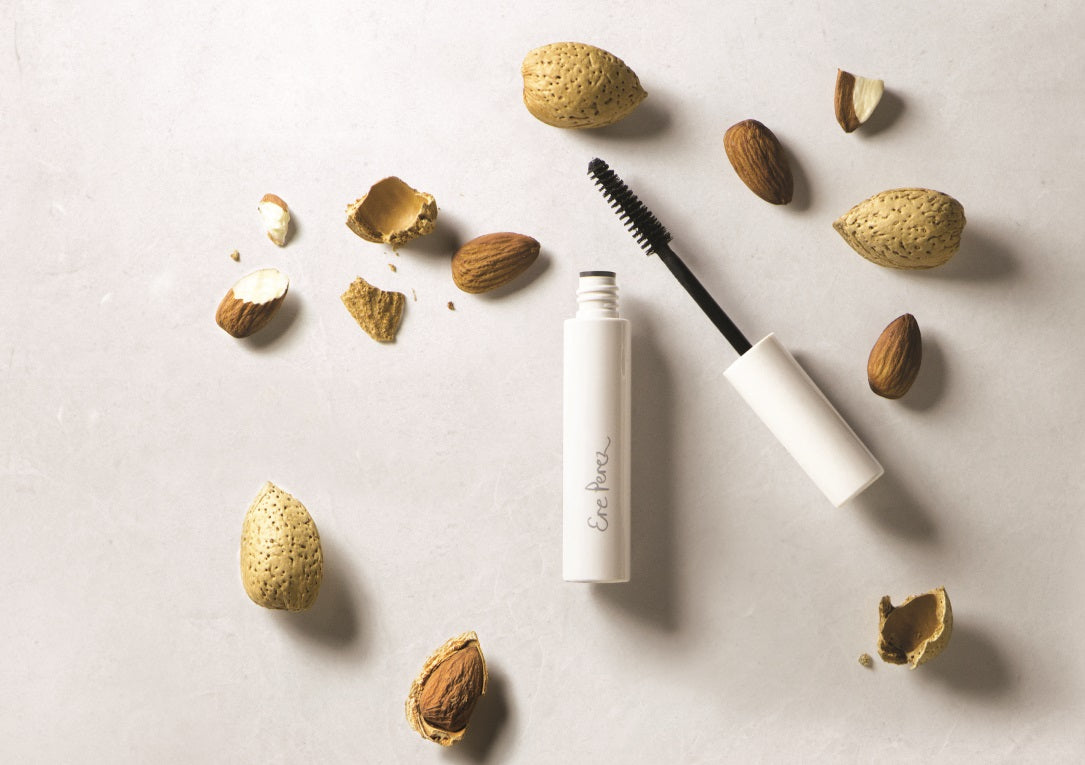Natural Almond Mascara - Black side