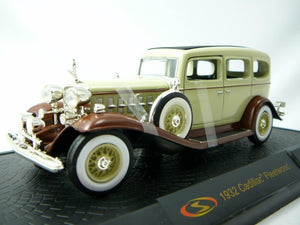 SIG32365-2 --1932 CADILLAC FLEETWOOD SERIES 335-B CREAM WITH BROWN FENDERS