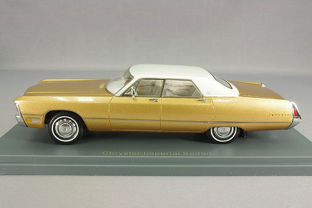 NEO44732 - 1971 CHRYSLER IMPERIAL GOLD WITH WHITE ROOF