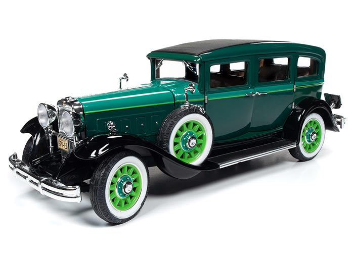 AW261 - 1931 PEERLESS MASTER 8 SEDAN GREEN
