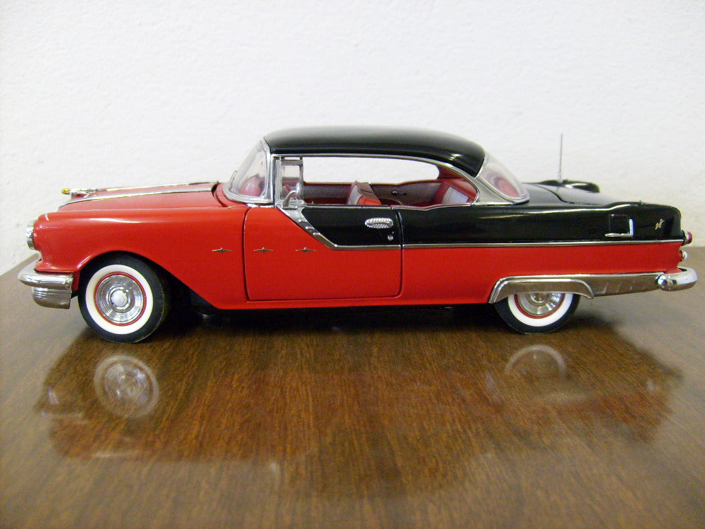 B11F395 - 1955 PONTIAC STAR CHIEF BLACK OVER RED