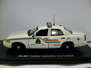 FCV105 - 2010 FORD CROWN VICTORIA ROYAL CANADIAN MOUNTED POLICE WHITE