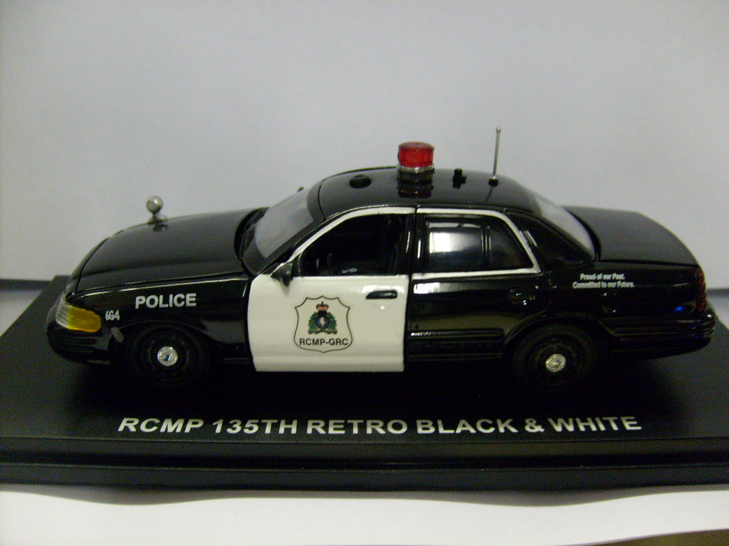 FCV106 - 2010 FORD CROWN VICTORIA ROYAL CANADIAN MOUNTED POLICE BLACK AND WHITE