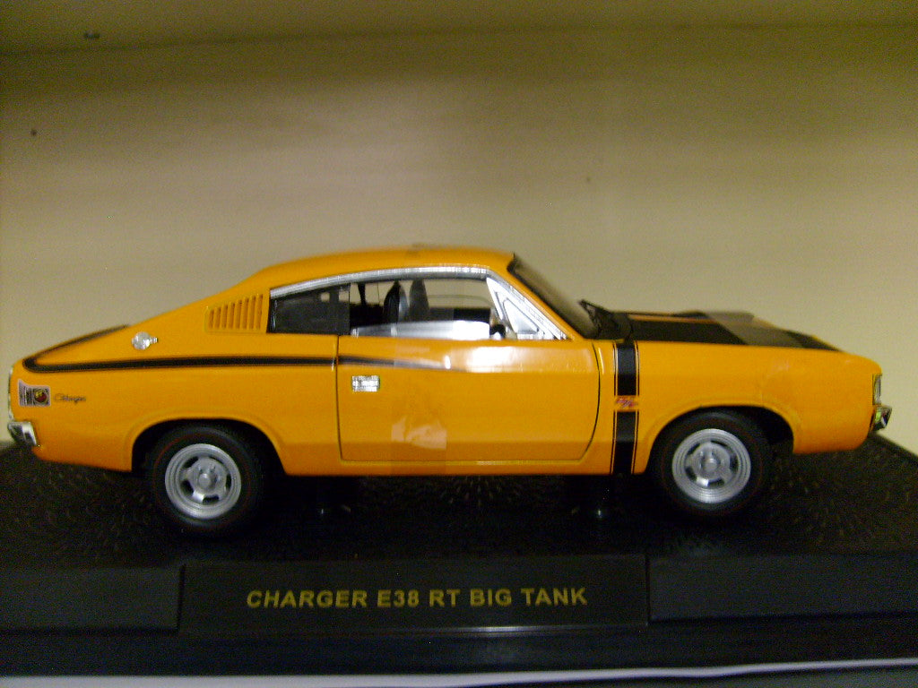 OZ24819VC - VALIANT CHARGER RT E38 'BIG TANK' VITAMIN C