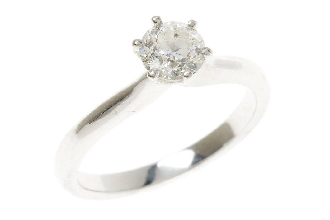 AN 18CT WHITE GOLD SOLITARE DIAMOND RING;