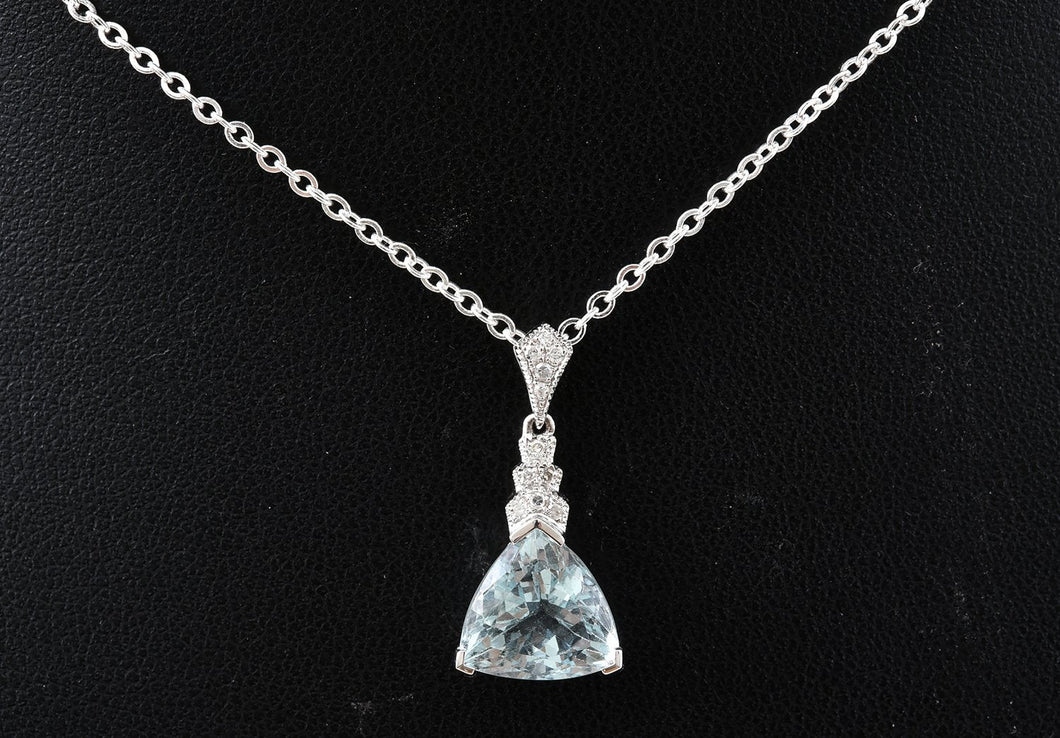 AN ART DECO STYLE AQUAMARINE AND DIAMOND PENDANT IN 18CT WHITE GOLD, APPROXIMATE AQUAMARINE SIZE 2.96CTS.