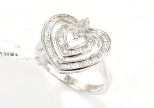 A DIAMOND HEART DRESS RING, TOTALLING APPROXIMATELY 1.00CTS IN 18CT WHITE GOLD.