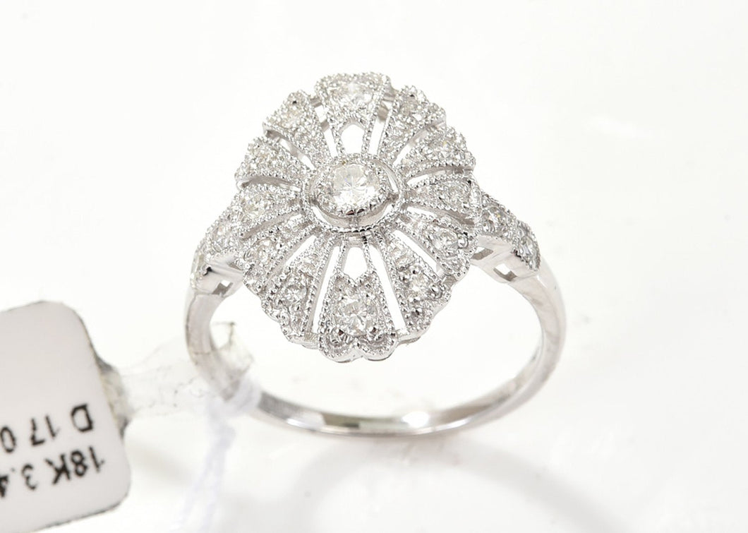 AN ART DECO STYLE DIAMOND DRESS RING IN 18CT WHITE GOLD, DIAMONDS TOTALLING APPROXIMATELY 0.34CTS.