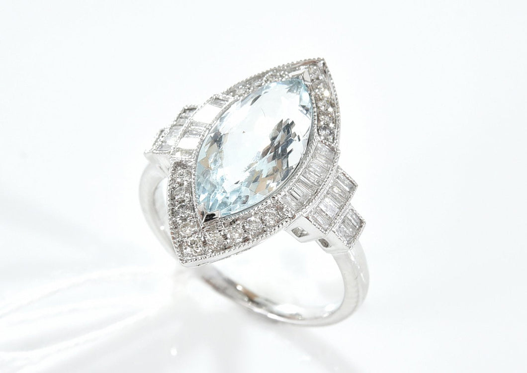 AN AQUAMARINE AND DIAMOND DRESS RING