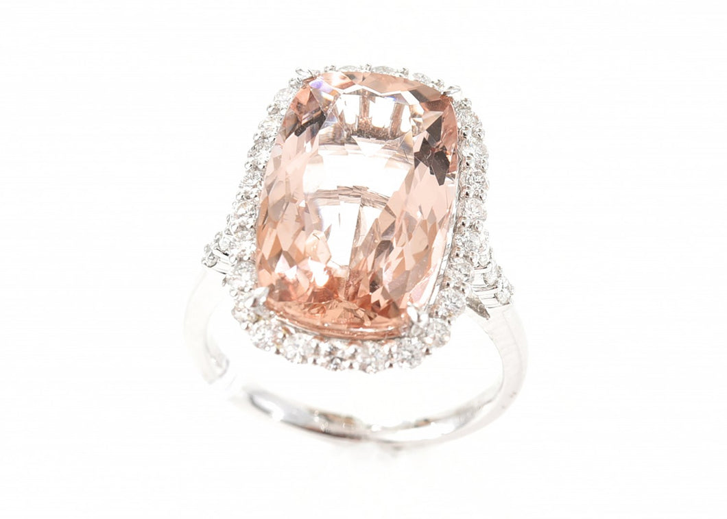 AN 8.57CT MORGANITE AND DIAMOND RING IN 18CT WHITE GOLD
