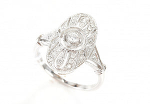 AN ART DECO STYLE DIAMOND RING TOTALLING APPROXIMATELY 0.40CTS IN 18CT WHITE GOLD