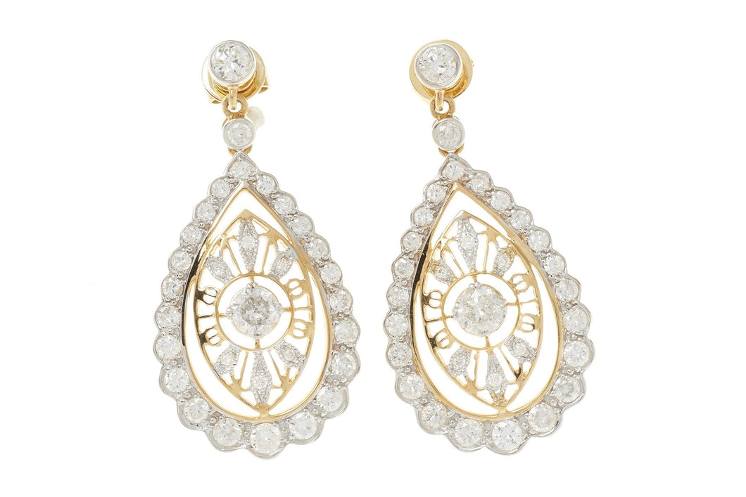 A PAIR OF ELEGANT 18CT GOLD DIAMOND DROP EARRINGS