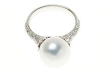 AN 18CT WHITE GOLD SOUTH SEA PEARL AND DIAMOND CLUSTER RING
