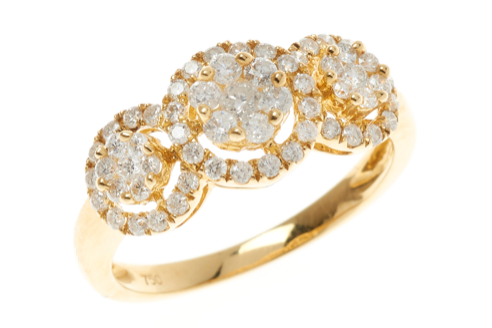 AN 18CT GOLD TRIPLE CLUSTER DIAMOND RING