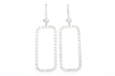 A PAIR OF 18CT WHITE GOLD DIAMOND EARRINGS