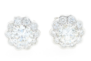 A PAIR OF 18CT WHITE GOLD DIAMOND CLUSTER STUD EARRINGS