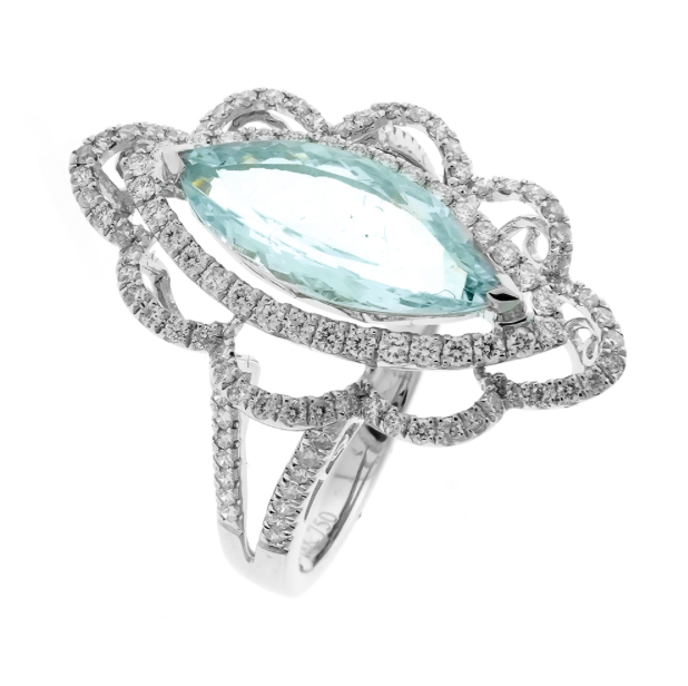 AN 18CT WHITE GOLD AQUAMARINE AND DIAMOND RING