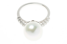 AN 18CT WHITE GOLD SOUTH SEA PEARL AND DIAMOND RING