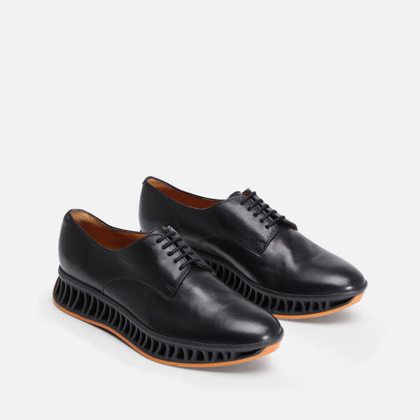 DERBIES MAKA, NOIR & ORANGE