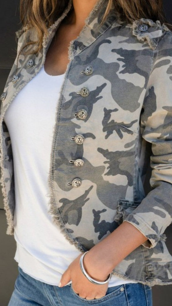 CAMO FITTED JACKET
