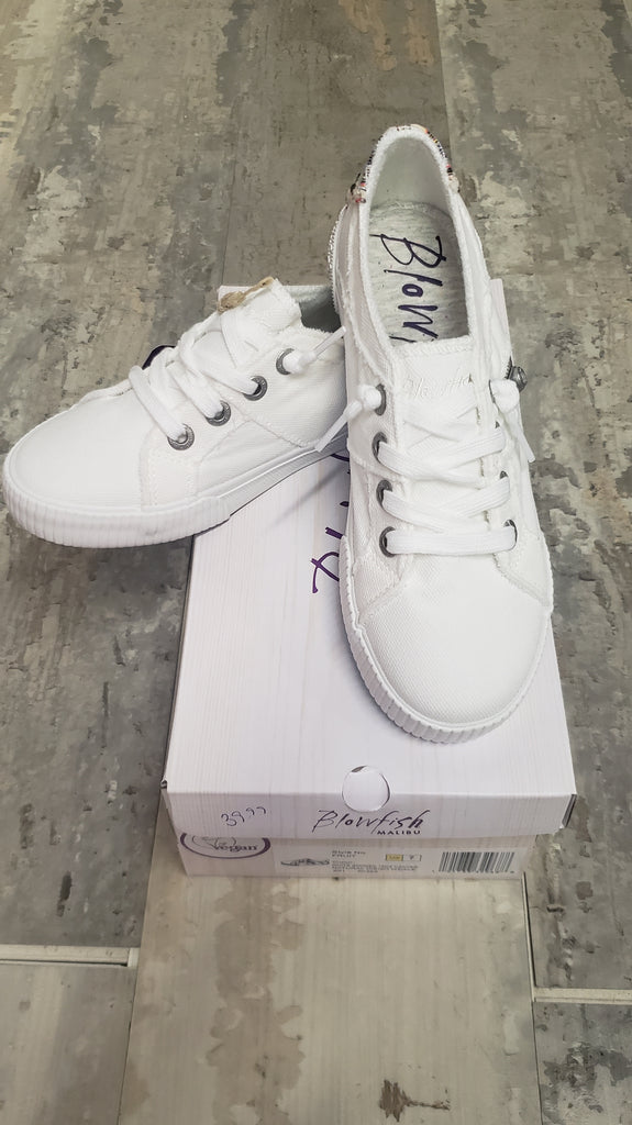 WHITE LACE UP SNEAKS