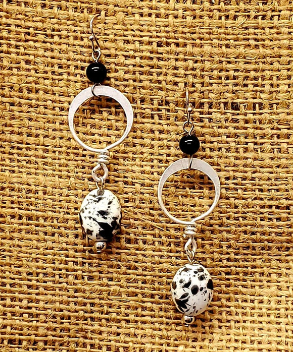 Treska Finds Linked Ring & Ceramic Earrings Black/White