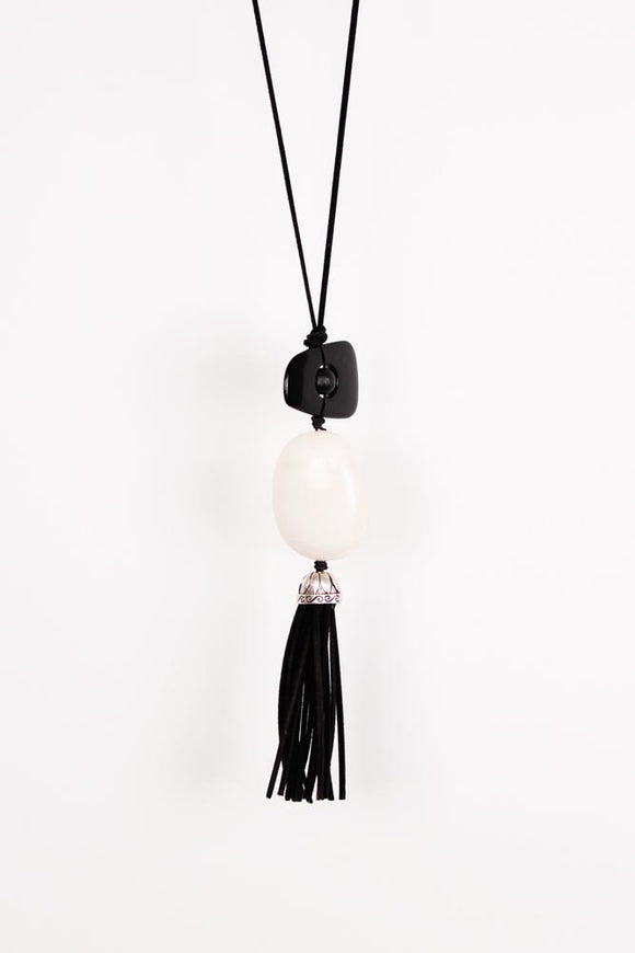 Vintage Finds Long Pendant On Cord Black/White