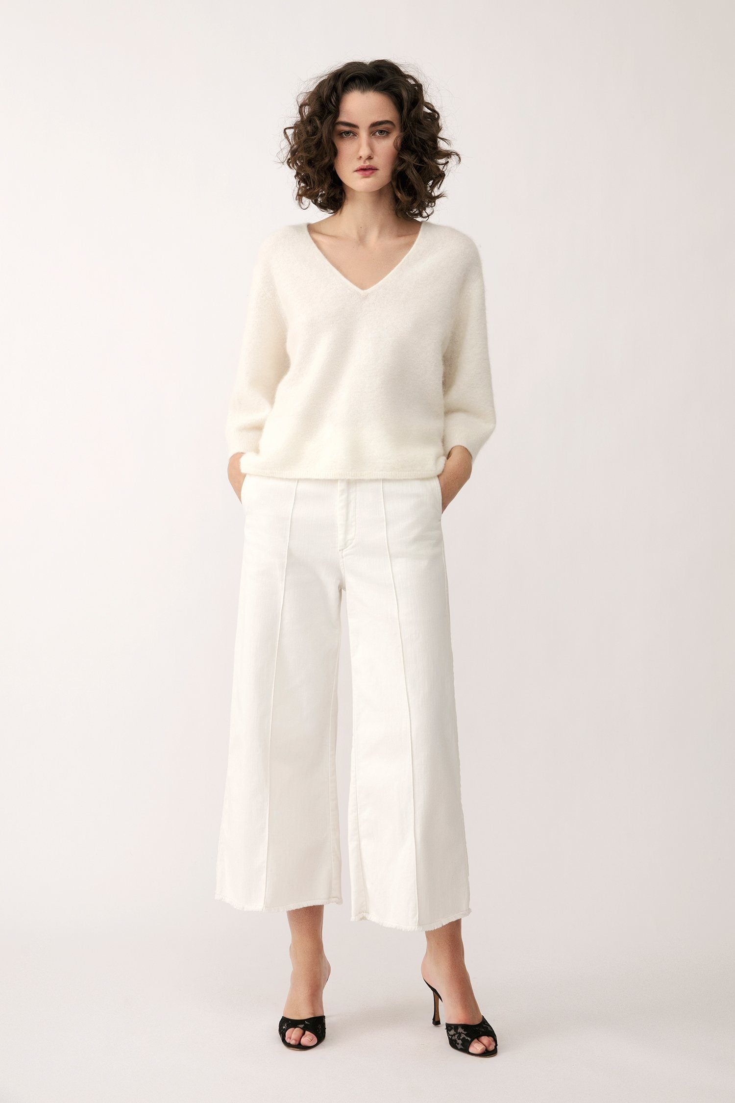 ENNA SWEATER - WHITE Sweater Stylein