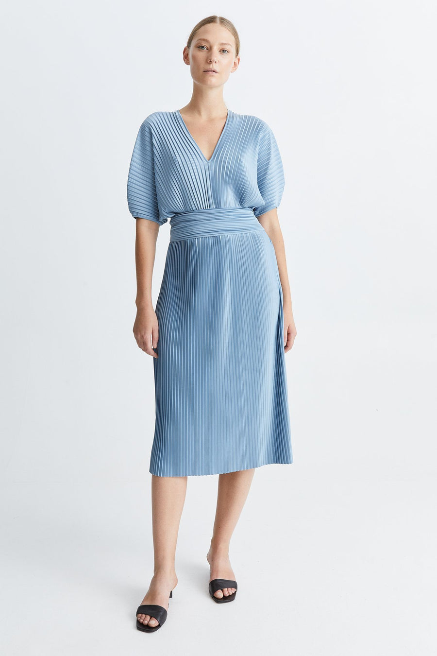 ITACHI DRESS - LIGHT BLUE Dress Stylein