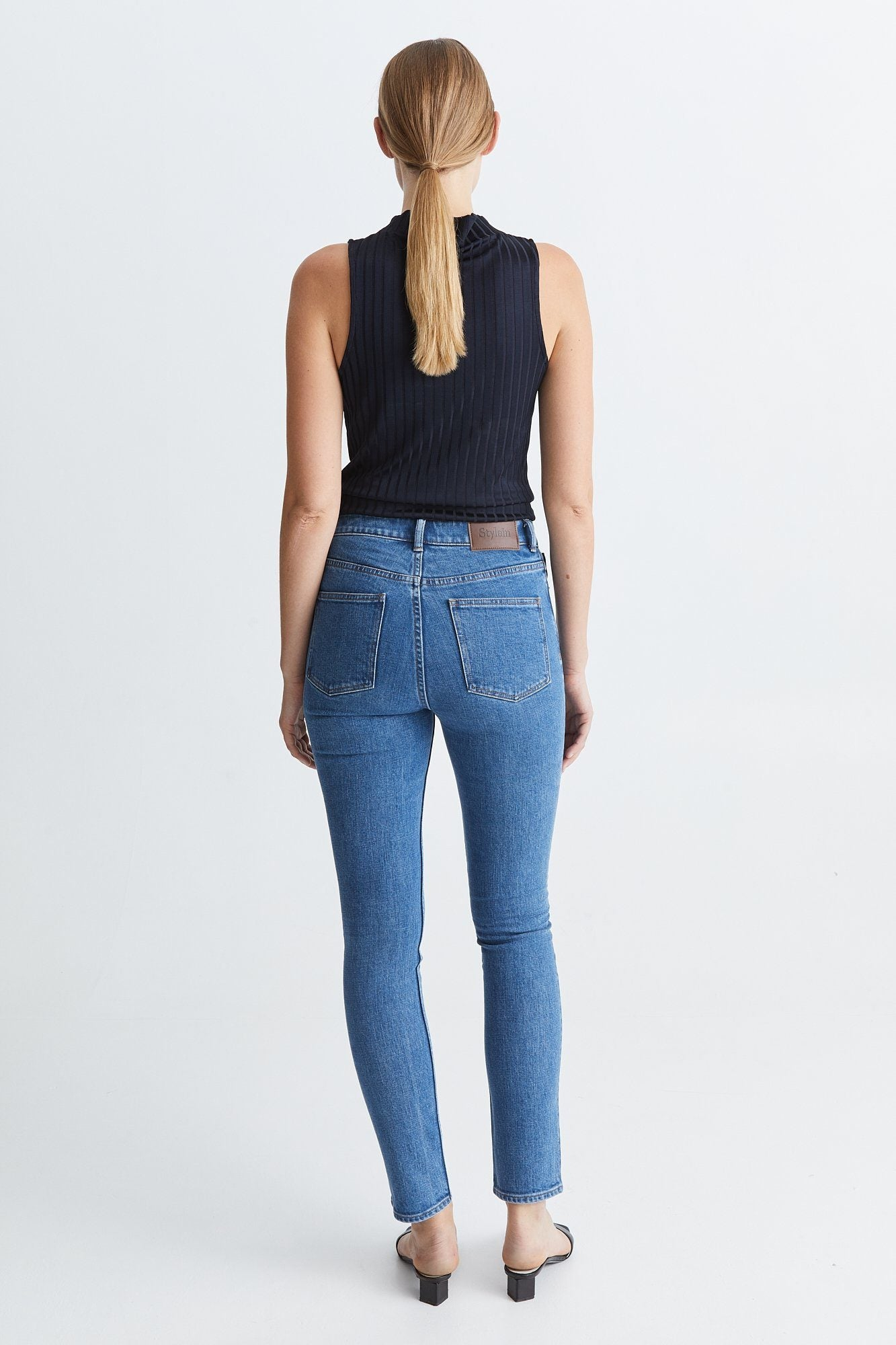 PAGE TOP - NAVY Top Stylein