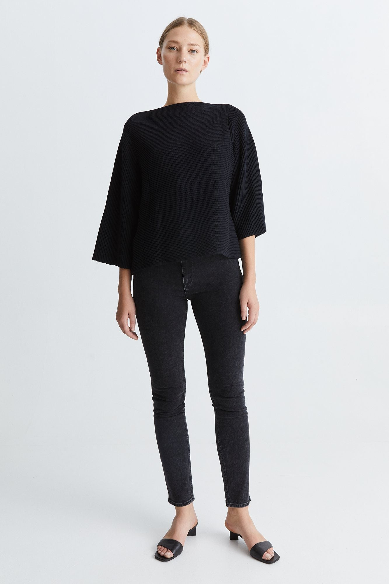 RITA SWEATER - BLACK Sweater Stylein