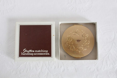 STRATTON ENGLAND VINTAGE GOLD TONE POWDER COMPACT MIRROR IN BOX