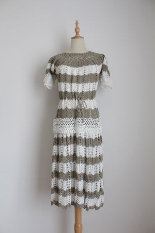 VINTAGE CROCHET KNIT WHITE GREY DRESS - SIZE 12