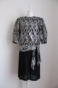 VINTAGE SILVER BLACK PLEATED COCKTAIL DRESS - SIZE 14