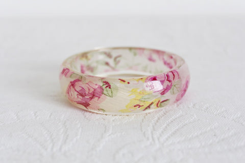 VINTAGE STYLE FLORAL FABRIC ACRYLIC BANGLE