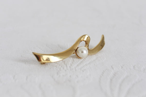VINTAGE FAUX PEARL GOLD TONE BROOCH PIN