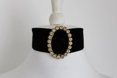VINTAGE BLACK VELVET CHILD'S CHOKER NECKLACE
